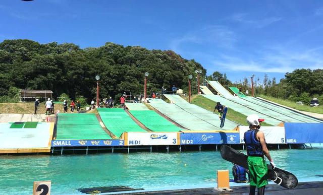 スキー・スノボでプールへダイブ! 新感覚ウォーターアクティビティ
