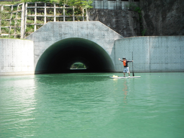 【長野・SUP体験】湖でトンネル探検!楽しくスタンドアップパドル♪