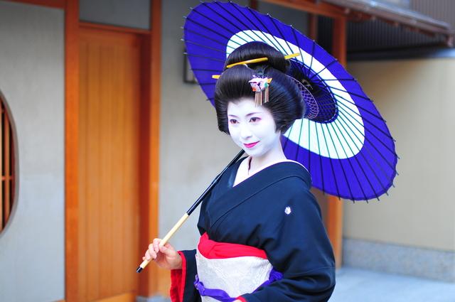 【京都/芸妓体験】本物の舞妓さんに出会えるお店 お気軽プラン¥8000