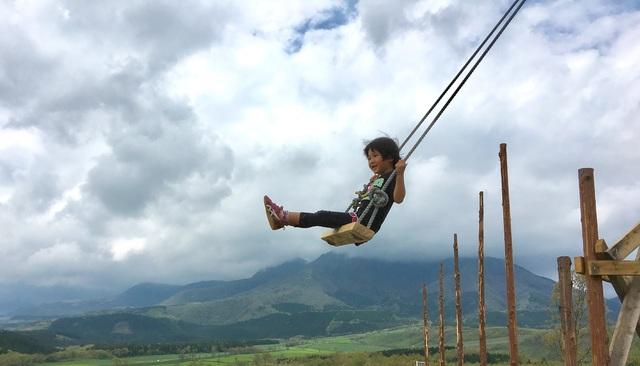 【大分/外遊び】久住高原ルン爺の空飛ぶブランコ&草ソリ遊び